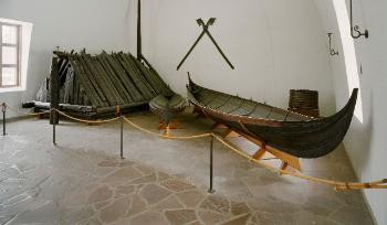 Burial chamber and the small boats from the Gokstad find
